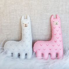 These lil' felt friends. | 23 Things You Need If You Secretly Have A Thing For Llamas