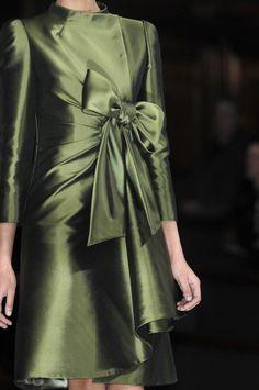 Green Gown, Green Silk, Green And Gold, Forever Green, Valentino Couture, Shades Of Red, 50 Shades, Classy And Fabulous, Fashion Pictures