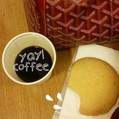Bonjour ! … genre … pour bien commencer la journée - café ! ! #jaime #jaimeparis #ilove #Iloveparis #coffee #coffeelover #coffeeaddict #coffebreak #relax (à Rue Boissy-d'Anglas)