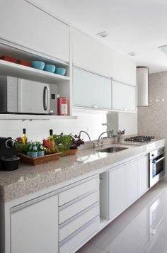 Cozinha Funcional e Clean! Kitchen Furniture, Kitchen Interior, Home Interior Design, Kitchen Decor, Decorating Kitchen, Kitchen Tools, Decorating Ideas, Kitchen Ideas, Classic Kitchen