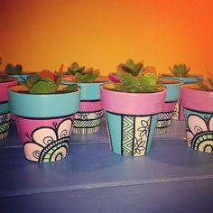 Clay Pot Projects, Clay Pot Crafts, Dyi Crafts, Painted Plant Pots, Painted Flower Pots, Pots D'argile, Clay Pots, Ceramic Pots, Terracotta Pots