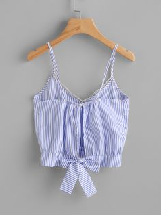 To find out about the Vertical Striped Split Bow Tie Back Cami Top at SHEIN, part of our latest Tank Tops & Camis ready to shop online today! Casual Skirt Outfits, Komplette Outfits, Belted Shirt Dress, Tee Dress, Shein Dress, Striped Cami Tops, Latest Fashion For Women, Womens Fashion, Ootd Fashion