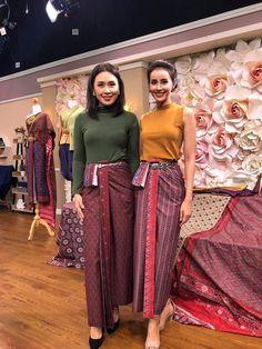 Traditional Dresses Designs, Thai Traditional Dress, Traditional Fashion, Traditional Outfits, Thai Fashion, Boho Fashion, Modern Filipiniana Dress, Thai Wedding Dress, Thailand Fashion