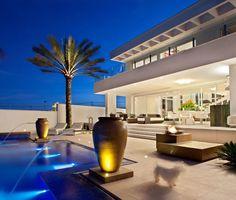 Diseño de Interiores & Arquitectura: Residencia Moderna en Brasil Rodeada de Diseños de Lujo