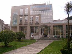 Casa da Cultura onde está ubicada a Biblioteca Pública Municipal de Ribadavia no 1º andar