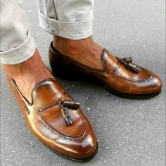 Loafers With Jeans, Mens Tassel Loafers, Mens Loafers Shoes, Loafers Outfit, Suede Shoes, Leather Loafers, Loafer Shoes, Leather Men, Leather Boots