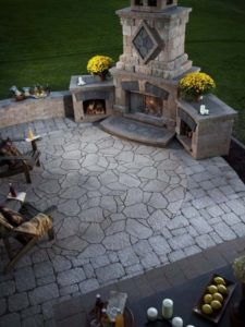 Best Fireplace Design Fireplaces are extremely dangerous. An outdoor fireplace will help to modify the look of a home and garden. Outdoor masonry fireplaces made from brick provide a conventional look. Backyard Patio, Backyard Landscaping, Nice Backyard, Modern Backyard, Flagstone Patio, Desert Backyard, Cozy Patio, Sloped Backyard, Brick Pavers