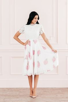 Calling all Brides!! Here is your Bride's Guide to all things Pre-Wedding Apparel. Find looks from Rachel Parcell, Nordstrom, Anthro and so much more in our latest blog! #weddingapparel #allthingswhite