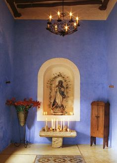 Beautiful chapel.... I want a room like this in my home..... <3