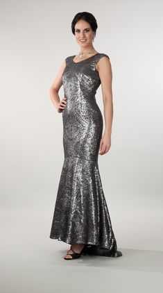 Lorellana couture Inc. Shine and stand out in your next special occasion in this exquisite evening gown. Mother Of The Bride Gown, Evening Dresses, Formal Dresses, Special Occasion, Glamour, Bride Gowns, Couture, Metals