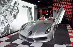 Mercedes showroom in Parijs