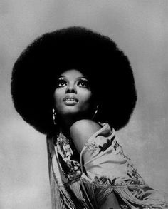 From Josephine Baker's slicked-down finger waves and Diana Ross's huge Afro to Sade's signature red lip and Lupita Nyong'o's glowing skin, here are 15 images that capture the essence of beautiful black women through the years. Brigitte Bardot, Britney Spears, Diana Ross Style, Divas, Hippie Man, Vintage Black Glamour, Vintage Style, Josephine Baker, Joe Cocker