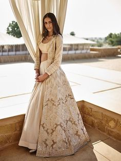 trendy Ideas for indian bridal reception gowns anita dongre Indian Gowns Dresses, Indian Fashion Dresses, Dress Indian Style, Indian Designer Outfits, Designer Dresses, Indian Reception Outfit, Wedding Reception Outfit, Reception Gown, Wedding Dress