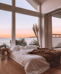 A cozy bed with an amazing view! What do you think of this bedroom? TAG a frien… A cozy bed with an amazing view! 😍 What do you think of this bedroom? TAG a friend who would love to live here! Inspire Me Home Decor, Home Interior Design, Interior And Exterior, Interior Styling, Dream House Interior, Modern Exterior, Luxury Interior, Kitchen Interior, Future House