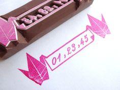 Custom stamp, Japanese wedding, Crane bird stamp, Wedding invitation, Origami crane, Date stamp, Paper crane, Asian wedding, Hobonichi hanko(Etsy のJapaneseRubberStampsより) https://www.etsy.com/jp/listing/232964435/custom-stamp-japanese-wedding-crane-bird