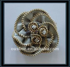flor hecha a mano de cremallera con tres rhinestone
