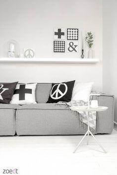 Nieuw collectie! Zwart wit en grijs kussen van 100% katoen met peace- + &-teken in lederlook - Zoedt