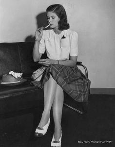 Fashion Forecast - Dresses tartan skirt in 1939 1940s Fashion Women, Retro Fashion, Vintage Fashion, Ladies Fashion, 1940s Inspired Fashion, Decades Fashion, Fashion Through The Decades, Vintage Outfits, 1940s Outfits