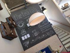 The Tea Lab, dit concept biedt alle soorten thee dranken die er zijn. Van ijsthee tot blended fresh fruit, en van chai lattes tot klassieke warme theeën. De industriële look en feel van dit concept passen helemaal in de huidige tijdsgeest. Hier moet je geweest zijn als je van thee houdt!
