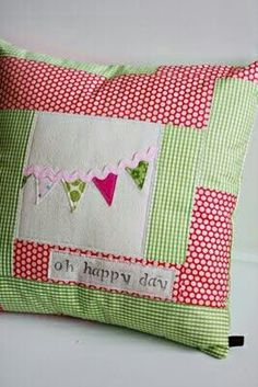 Red and lime green patchwork pillow Patchwork Cushion, Quilted Pillow, Pillow Tutorial, Sewing Pillows, Sewing Projects For Beginners, Sewing Patterns Free, Pin Cushions, Decorative Pillows, Sewing Crafts