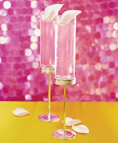 ♥ Bridal Blush:   - 1 1/2 oz. vodka  - 3/4 oz. triple sec  - 2 1/4 oz. chilled pink lemonade  - Splash of grenadine @Julia Hornsby