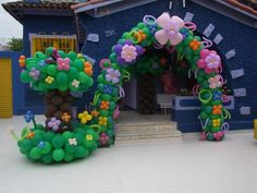 Balloon Arch with flowers and balloon tree