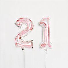 """Polubienia: 51, komentarze: 1 – U L A🦄 (@_bibelota) na Instagramie: """"Co za dzień 💕 #birthday #love #21 #firday #baloons #rosegold #happy"""""""