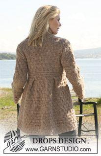 "DROPS jacket with pleats in textured pattern in ""Eskimo"". Size S - XXXL. ~ DROPS Design"