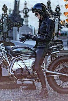 Women on motorcycle Bmw Boxer, Cafe Racer Girl, Bmw Cafe Racer, Lady Biker, Biker Girl, Ducati Monster, Motos Retro, Chicks On Bikes, Moto Cafe