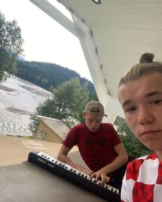 "Marcus & Martinus ♪ on Instagram: ""🎹🎤"" Manado, Funny Dog Memes, Funny Dogs, Dream Boyfriend, Great Friends, Guinness, Handsome, Singer, Guys"