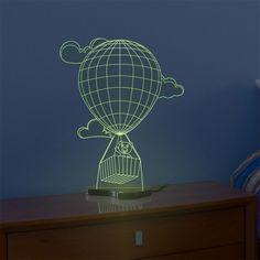 A famosa cidade da Turquia é conhecida mundialmente pelos passeios de balão, influenciados por esta prática desenvolvemos a luminária Balão, com desenho lúdico impressiona pelo grafismo 3D que ilude os olhos com a impressão que o desenho salta para além da base de acrílico. Se encante com esta fabulosa luminária exclusiva Fábrica da Moldura! a