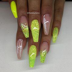'Neon yellow' , Egenblandat glitter & handmålad nail art ✨