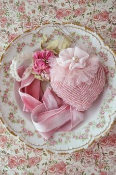 rosecottage.quenalbertini: Rose plate | Piece Of Heaven