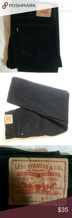 40 x 32 Levi's 505 Jeans Black straight fit Levi's 505 jeans in great condition. I had a hard time taking these pics since the jeans are black and black clothing doesn't really photograph well, so if you need more pics, just look up 505 jeans.   Size: 40/32 100% cotton Levi's Jeans Straight