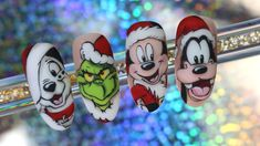 Chistmas Nails, Cute Christmas Nails, Xmas Nails, Christmas Nail Art Designs, Disney Acrylic Nails, Long Acrylic Nails, Cartoon Nail Designs, Mickey Nails, Nail Drawing