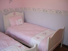 Butterfly and Bags - Wall border with spit pink/lilac for a perfect girls room:)  Linen and wall borders available to order, contact us for prices and shipping costs.