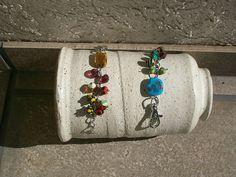 llavero /accesorio para cartera con perlas de vidrio.     accesorios  carros