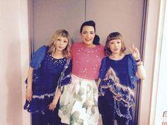 Yumi Yoshimura, Ami Onuki & Caro Emerald : Super kawaii!!!  Se dice, que la cantante holandesa, Caro Emerald, seguiría junto con el dúo PUFFY AmiYumi, el 19 y 20 de mayo.  Saludos!!!   puffy_4ever