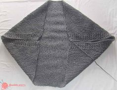 This post was discovered by fondeviole puginier. Discover (and save!) your own Posts on Unirazi.A super easy crochet pattern tThis is crochet but great tutorial on folding, wear to sew etc for the cotton tshirt bolero I want to makeOne Piece Fold and Chunky Crochet, Crochet Cardigan, Crochet Shawl, Crochet Stitches, Free Crochet, Knit Crochet, Shrug Knitting Pattern, Sweater Knitting Patterns, Easy Crochet Patterns