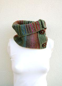 Scaldacollo lana verde salvia e multicolor con bottoni legno vintage inverno uncinetto tunisino autunno inverno