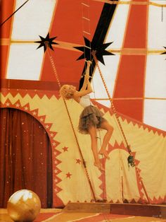Der große Zirkus I Elle Germany I January 1993 I Models: Heather Stewart-Whyte, Eva Herzigova I Photographer: Friedemann Hauss.