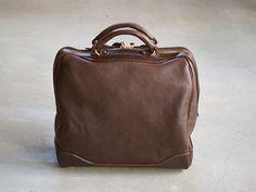 ミネルバボックス革を贅沢に使ったファスナーボストンバッグ「革鞄のHERZ公式通販」