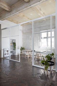 Ud over chic mødelokale. Stella Collective & # s eget studie i Melbourne . Office Interior Design, Home Office Decor, Office Interiors, Modern Interior, Interior Architecture, Home Decor, Office Designs, Office Ideas, Studio Interior
