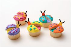 Bug Cupcakes Bugs have never been tastier! These cute cupcakes are great for a kids party or summer event. Duff Goldman makes baking fun and colorful! Ladybug Cupcakes, Cute Cupcakes, Kitty Cupcakes, Snowman Cupcakes, Giant Cupcakes, Butterfly Cupcakes, Cupcake Party, Cupcake Cookies, Rose Cupcake