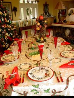 The 264 best Christmas Dinner Table Settings images on Pinterest ...