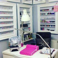 Idea for nail room set up: home nail salon decor. Home Beauty Salon, Home Nail Salon, Nail Salon Design, Beauty Salon Decor, Beauty Salon Interior, Salon Interior Design, Beauty Room, Small Salon Designs, Nail Station