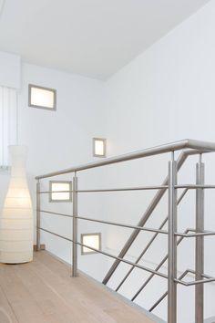 Balustrade trap speels gecombineerd met het interieur van de overloop. Een mooi voorbeeld van hoe NEWstairs met u meedenkt over uw eigen situatie. Prachtig toch?