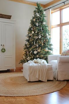 neutral colored Christmas tree//