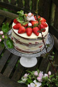 Erdbeer-weiße Schokolade-Buttermilch-Torte