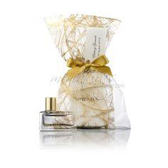 Miniatura Prada Amber con saquito platino oro lazo dorado.